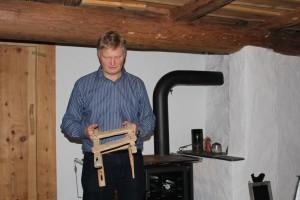 Jens Litlabø presenterer ei gåte. Kva er dett for noko?