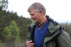 Jens Litlabø fortel om stølsdrift. Foto Bjørn Bjørlykke