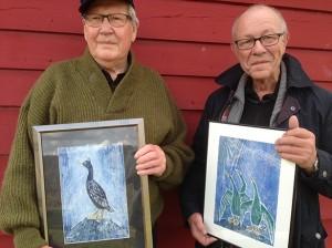 Anstein Lohndal (t.v.) og Nils Tore Gram Økland er dei første æresmedlemene i Stord sogelag, eit lag som rundar 20 år i år. (Foto: Lars Mæland)