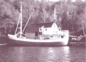 Biletet viser MS Mesja framføre ishuset på Vikanes. Foto: privat