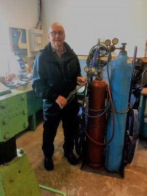 Industrimuseet på Kjøtteinen har teke vare på dette mobile skjærebrenneutstyret med acetylen og oksygenflasker. Foto: Oddbjørn Kvålsvold